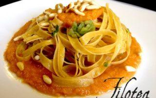 Fettuccine-alle-castagne-con-scarola-crema-di-zucca-e-pinoli-croccanti-thumbnails