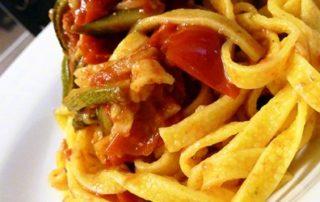 Linguine-con-Zucchine-pomodori-e-pesto-trapanese-thumbnails