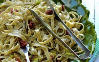 Fettuccine-al-basilico-con-cipolla-di-Tropea-thumbnails