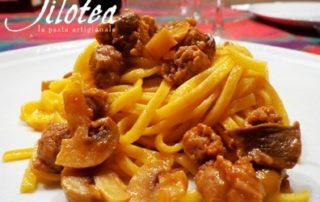 spaghetti-alla-chitarra-salsiccia-e-funghi-champignon-thumbnails